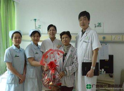 قصة السيدة شو البالغة 60 سنة ومكافحتها لسرطان الثدى