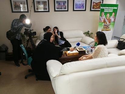 Apa Gerangan Yang Menarik bagi Wartawan dari TVRI mengunjungi kantor perwakilan St. Stamford Modern Cancer Hospital Guangzhou