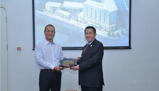 điều trị ung thư, Datuk Seri tiến sĩ Fong Kok Onn đến từ Malaysia, Bệnh viện Ung thư St.Stamford